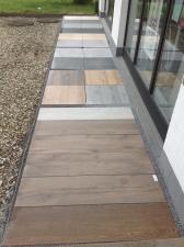 Neue Aussenausstellung mit keramischen Terrassenplatten